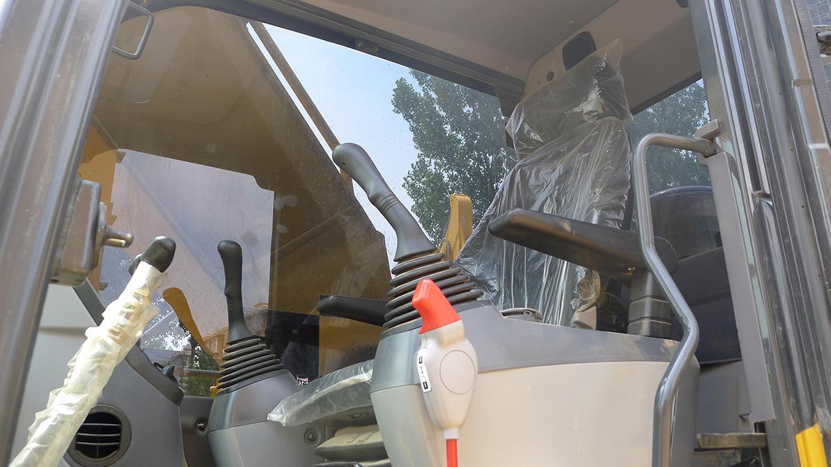 小松挖掘机PC240LC-8M0_2018年出厂690小时