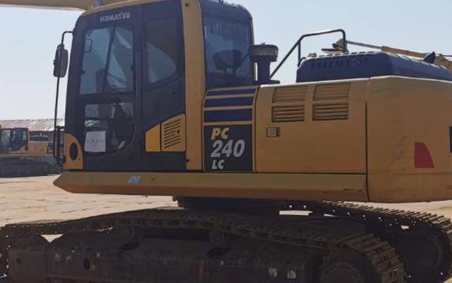 小松挖掘机PC215LC-10M0