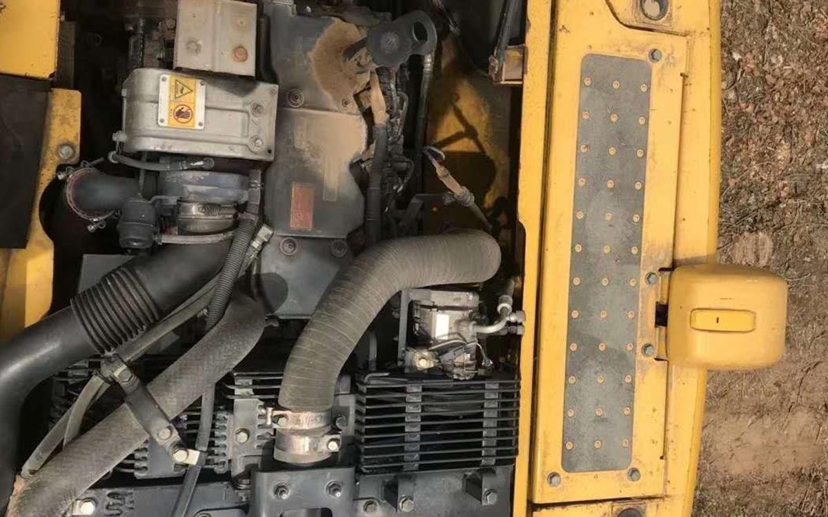 小松挖掘机HB205-1_2011年出厂6132小时