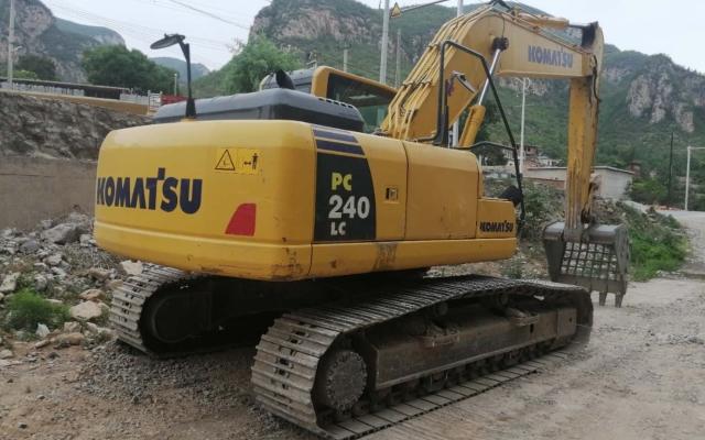 小松挖掘机PC200LC-8M0