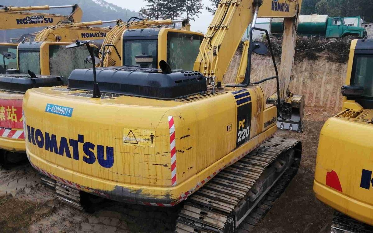 小松挖掘机PC220-8M0_2019年出厂2596小时