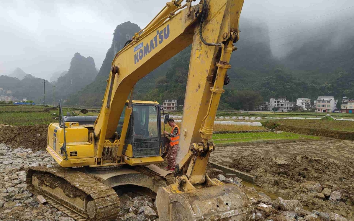 小松挖掘机PC215HD-10M0_2020年出厂2651小时