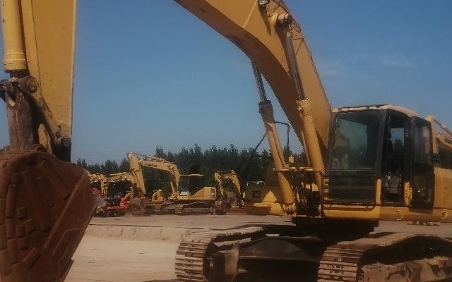 小松挖掘机PC400-7