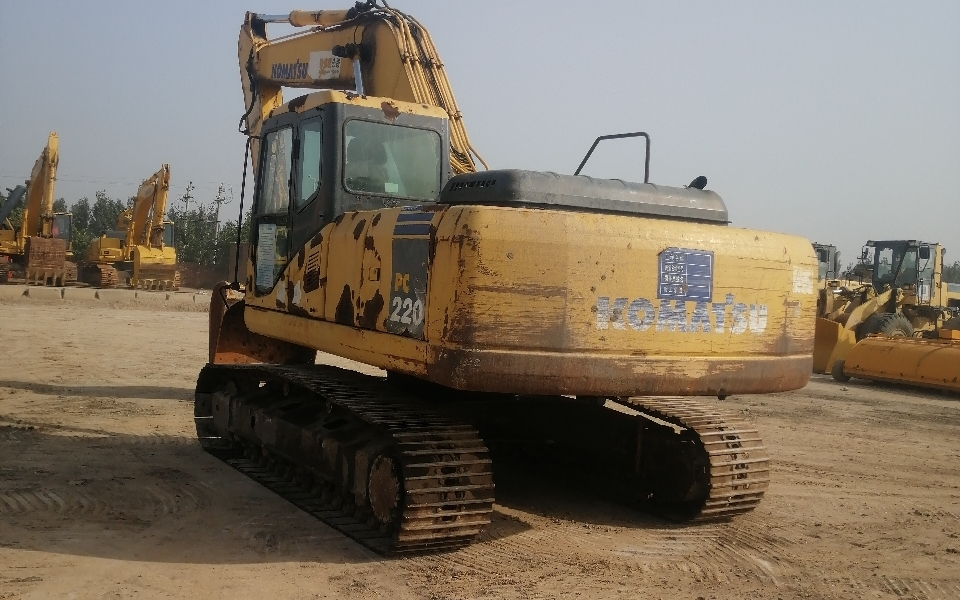 小松挖掘机PC220-7_2006年出厂13080小时