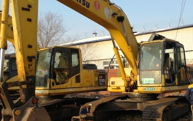 小松挖掘机PC210LC-8