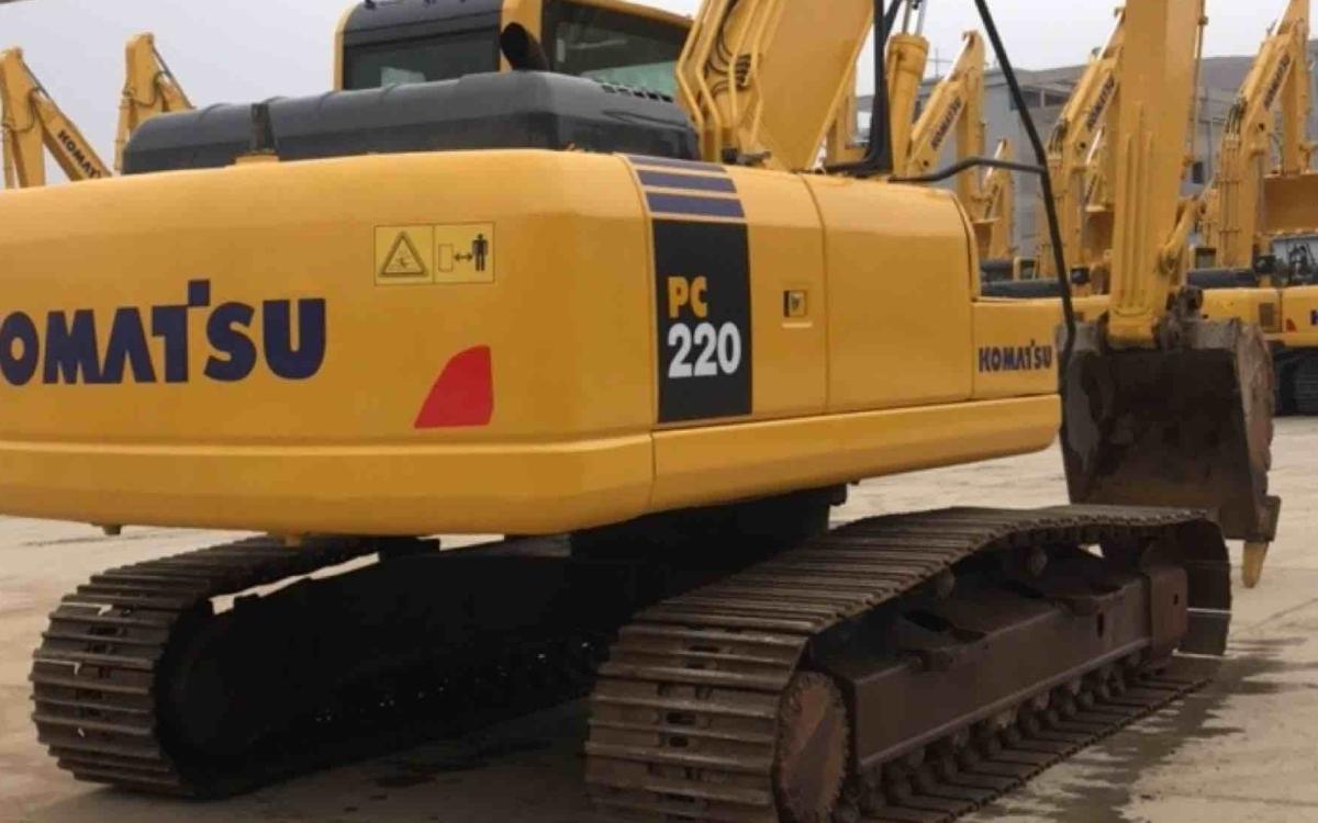 小松挖掘机PC220-8M0_2015年出厂11458小时