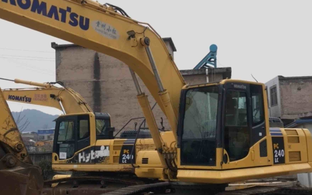 小松挖掘机PC240LC-8M0_2013年出厂18007小时
